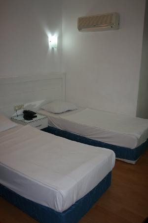 Kristal Beach Hotel: Room