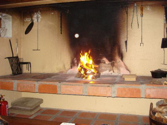Sandpiper Guest Cottages and The Oystercatcher Trail : Fireplace