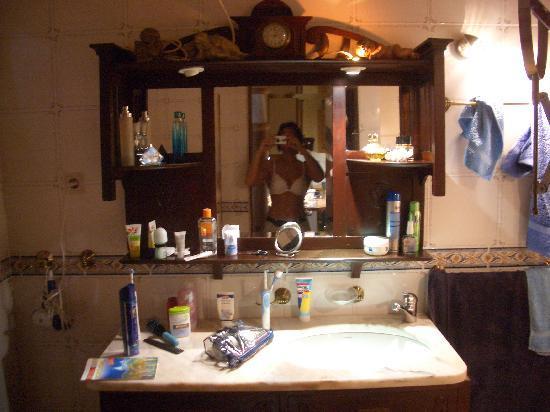 Oasis Verde : Bad mit Teilbeleuchtung
