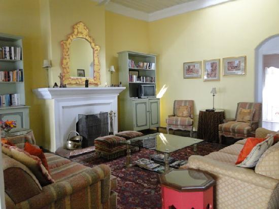 Glenburn Tea Estate: Living Room