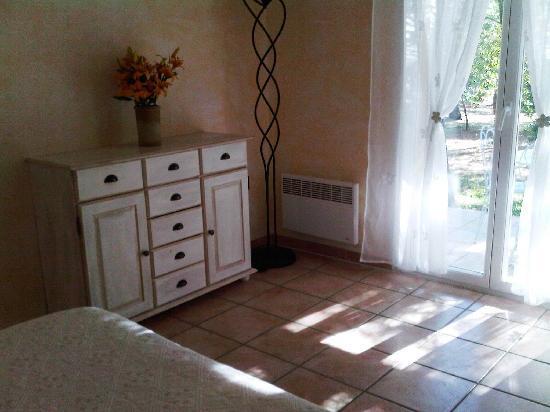Le Clos des Cigales : Double room in suite