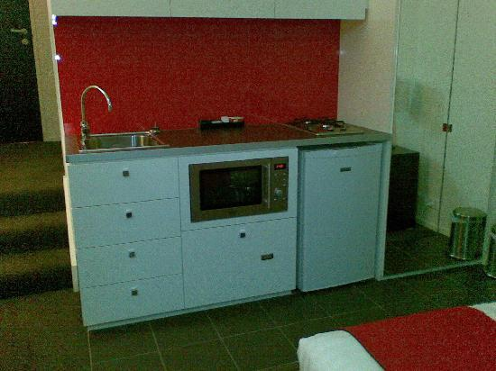 Studio Apartment Melbourne kitchen premium studio apartment - picture of city edge on