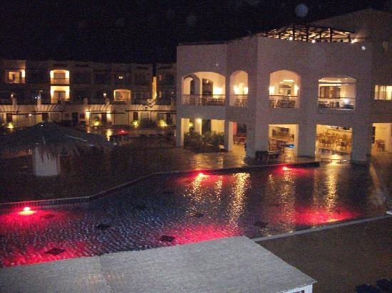 Jaz Sharks Bay: Pool area at night