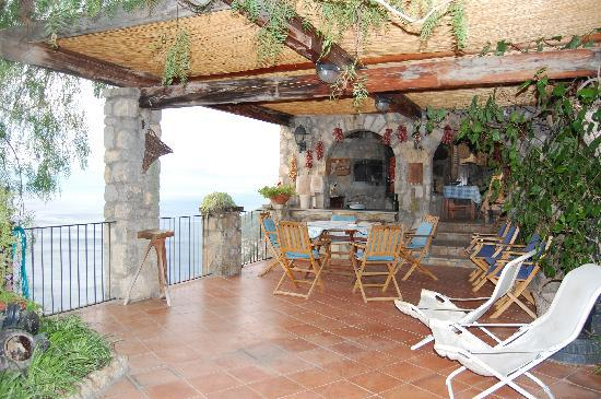 La Grotta dei Fichi: Where we had dinner every night/ outside kitchen/ wood oven