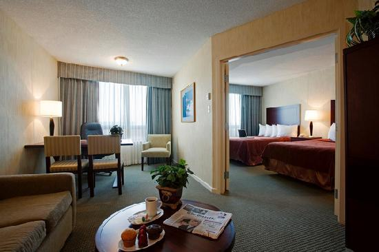 Quality Suites Montreal Aeroport : Family Suites-large two room suite with two double beds