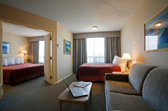 Quality Suites Montreal Aeroport : Two room suite-King bed in bedroom and double bed in living room area
