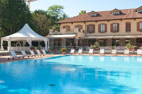 Hotel dei giardini nerviano italie voir les tarifs - Piscina nerviano ...