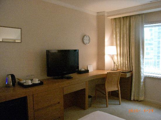 โรงแรมกรีนกลาส: 見やすい時計と液晶TV