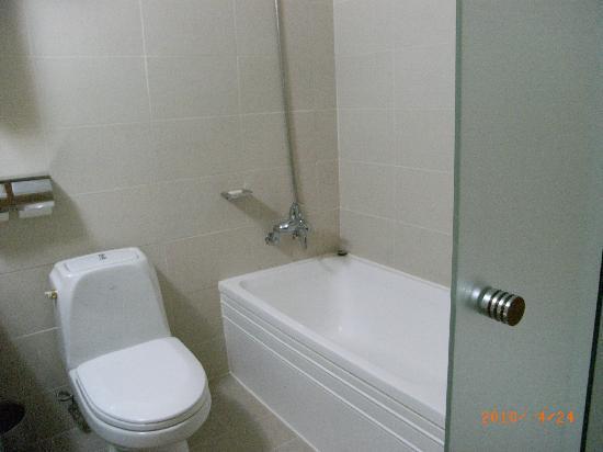 Green Grass Hotel: バス・トイレきれいです。
