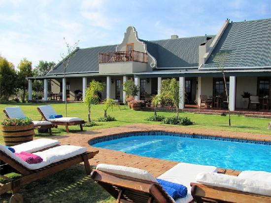 Mooiplaas Guesthouse: Cool off in the sparkling pool