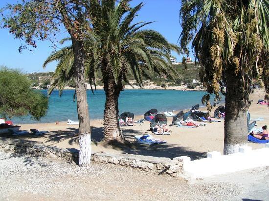Club Resort Atlantis: plage de sable pulique dont une partie est réservée pour l'hotel Atlantis