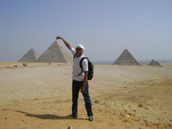 Egypt Queen  Day  Tours : at the pyramids