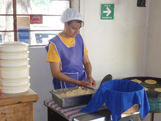 La Casa del Tekolote : tortillas a mano