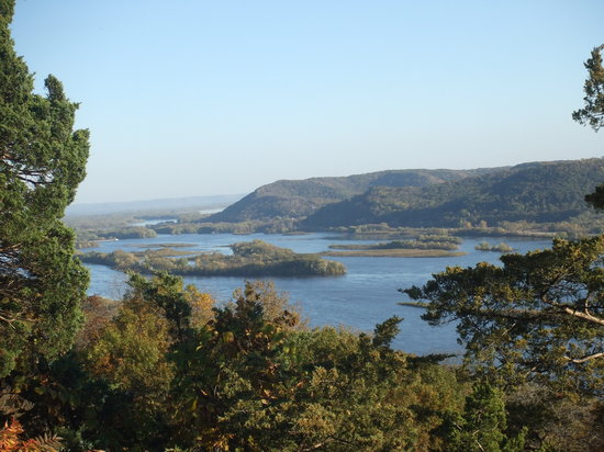 Trempealeau, WI: Brady's Bluff - Looking S towards La Crosse