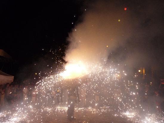 St-Jean-de-Luz, Francia: The firework bull