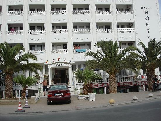 Horizon Hotel: Front view of hotel