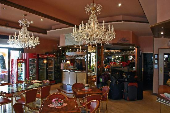 Hotel D'annunzio: Reception/Bar