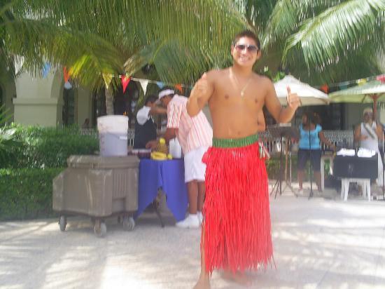 Hotel Riu Cancun: entertaiment staff fun by the pool