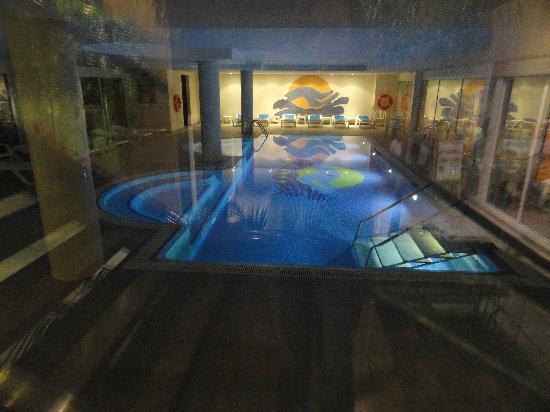 Caprici Verd: inside pool