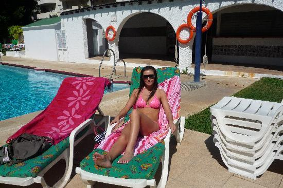 MS Alay Apartments: sun loungers