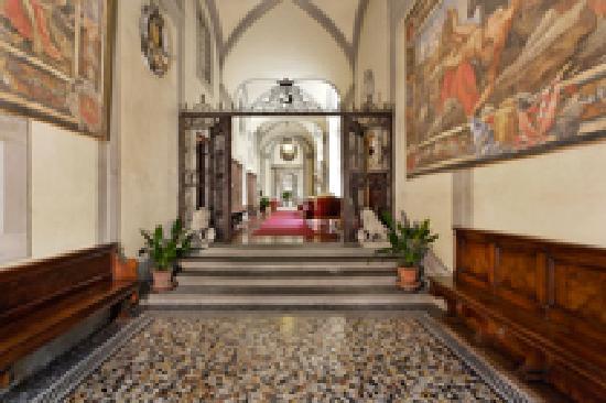 Palazzo Magnani Feroni: Palace Entrance