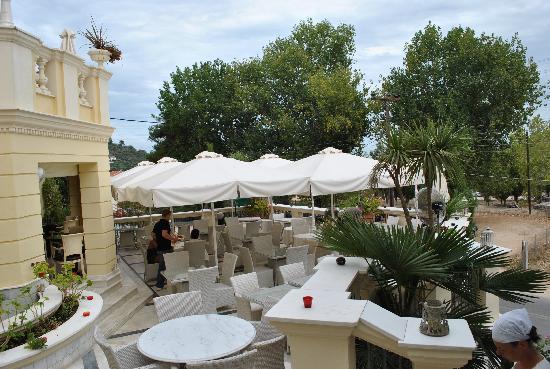 Enavlion Hotel Batagianni: Terasse