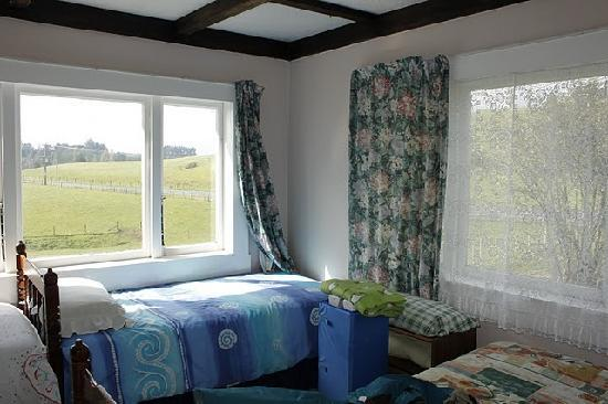 Waitomo Farmstay: One of the bedrooms in the 3 bedroom cottage