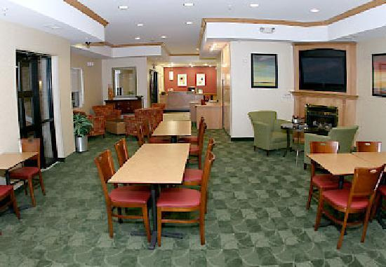 TownePlace Suites Detroit Warren: hotel Lobby