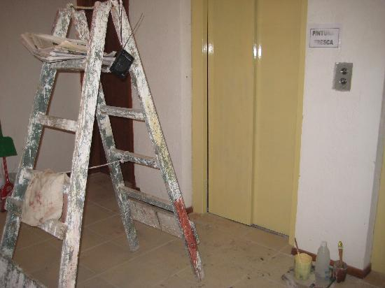 Les Chalets Apart Hotel: pasillos - entrada ascensor