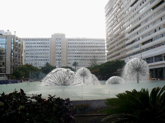 Las Palmas de Gran Canaria, Hiszpania: Fountains on Governor Square