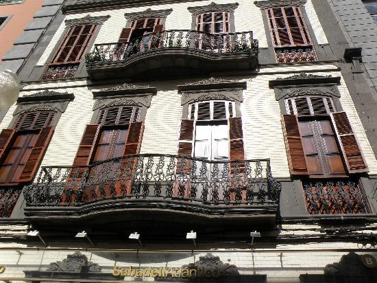 Las Palmas de Gran Canaria, Ισπανία: Balcony in Triana (Old Town)