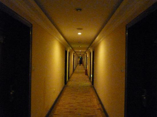 Byland Hotel : corridor