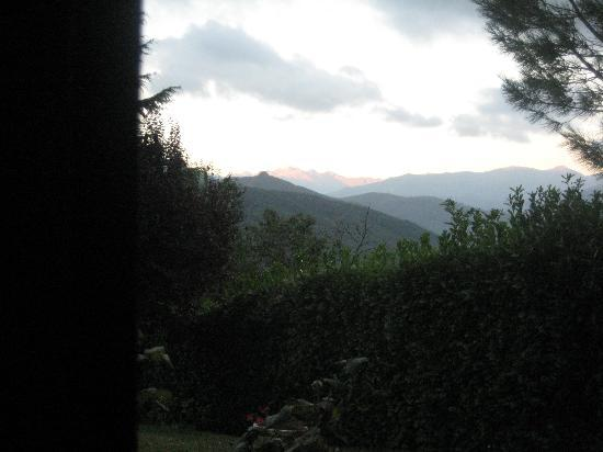 Ariege, Frankrike: Early morning from the bedroom window