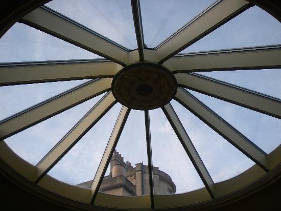Queen Charlotte's Orangery: Atrium Skylight above breakfast table