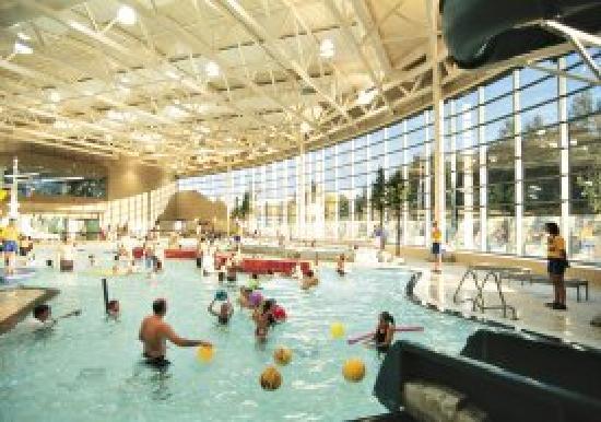 Comfort Inn & Suites Surrey: Pool at adjacent building