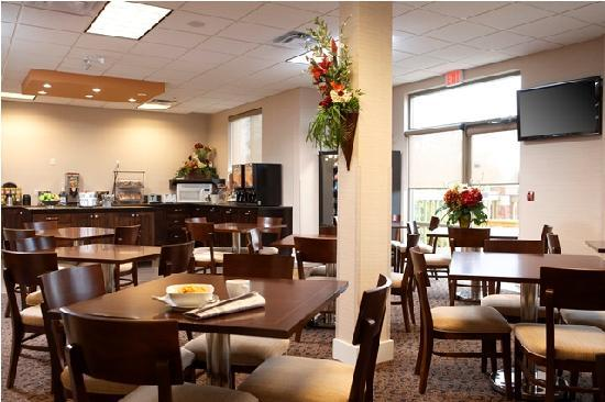 Comfort Inn & Suites Surrey: Breakfast Bar