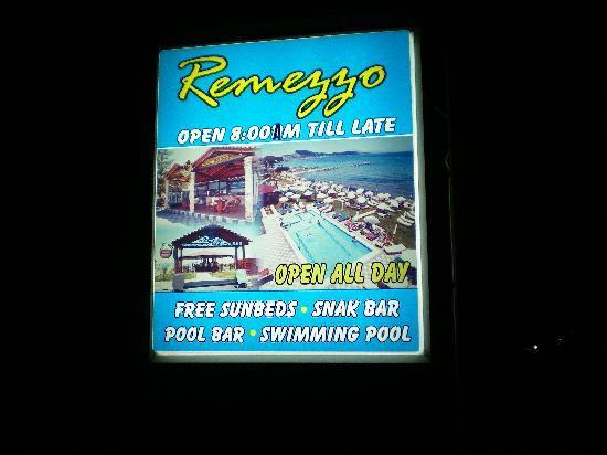Remezzo Beach Bar: the remezzo sign