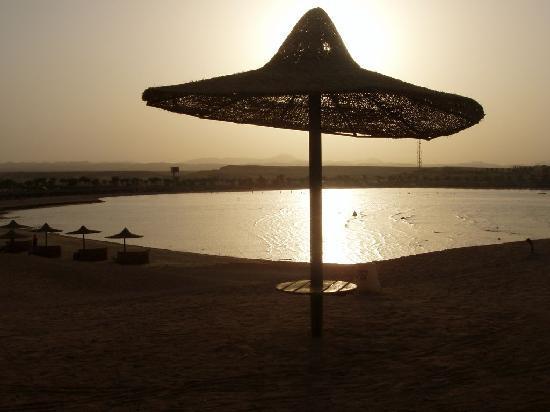 Jaz Dar El Madina: Tramonto sulla baia