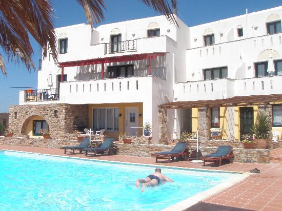 Paradisia Villas: pool