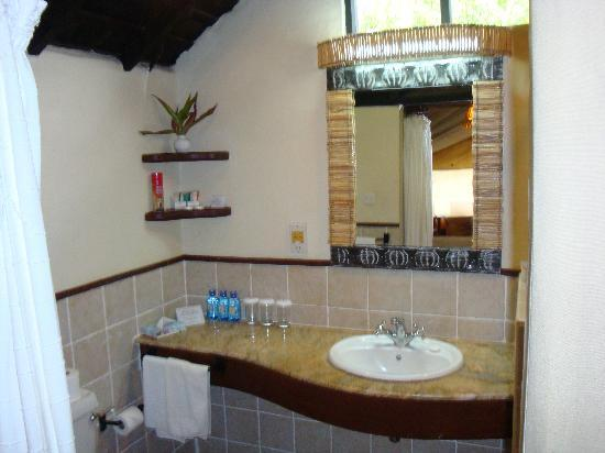 Sarova Mara Game Camp: Tiled bathroom, complete with flushing toilet and hot shower