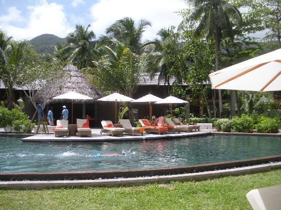 คอนสแตนซ์ อิเปเลีย รีสอร์ท: una delle tante piscine