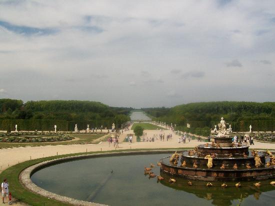 Paris, France: Gardens des Versailles