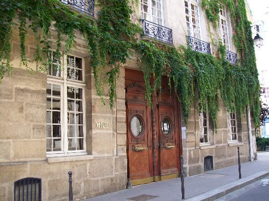 Paris, Fransa: My Hostel in the Marais (MIJE Hostel) - Very Nice!!!!