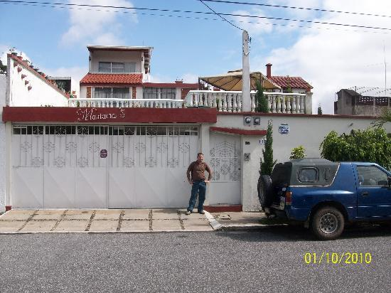 Mariana's Petit Hotel: Front of hotel