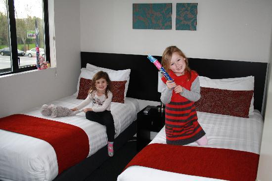 175 Metropolitan Executive Motel on Riccarton : The girls enjoying their room after just arriving from the airport