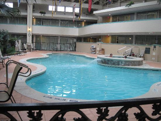 Ramada State College Hotel & Conference Center: Indoor pool