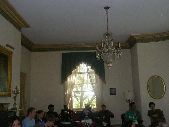 Hostelling International - Chamounix Mansion: Meeting Room