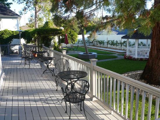 Arbor Guest House : Side deck
