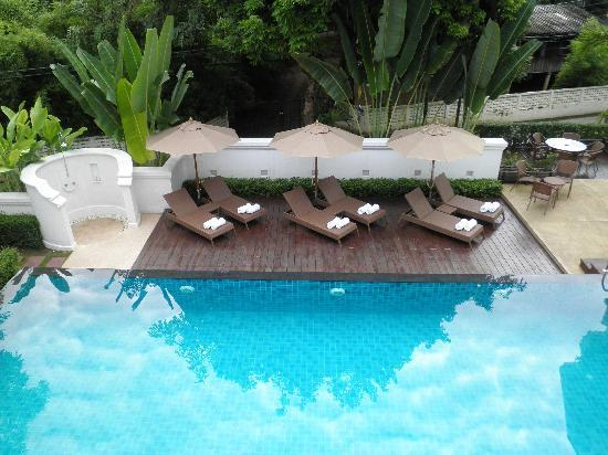 Ping Nakara Boutique Hotel & Spa: Pool area by day