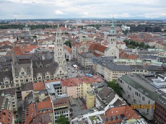 St. Peter's Church: an aerial view of Marienplatz & Munich